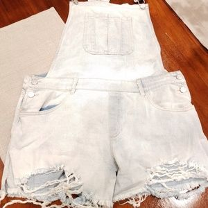 Charlotte russe refuge shorterall overall shorts